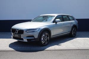 Volvo V90 Cross Country Pro Stříbrná